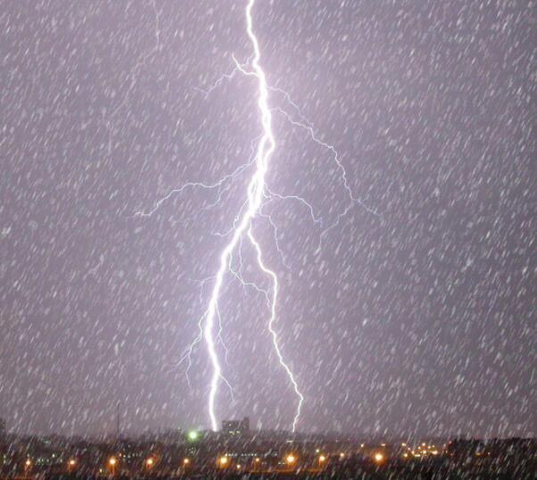 """""""雷打雪"""":特定天气条件下出现的一种特殊天气现象"""